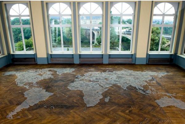 la frontière dans l'art contemporain, cartes en billes